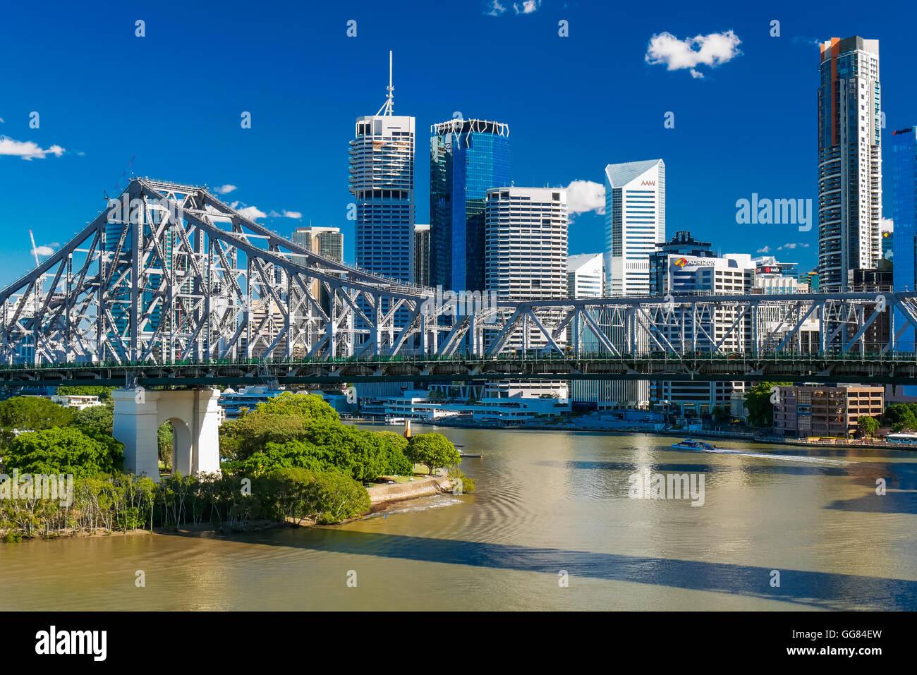 BRISBANE, AUSTRALIE - 7 juin 2016: vue panoramique sur les toits de Brisbane avec Story Bridge et la rivière. Photo Stock