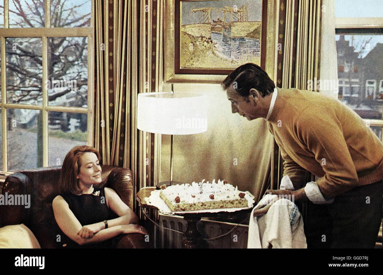VIVRE POUR VIVRE / Vivre pour vivre FRA 1967 / Annie Girardot und Yves Montand alias. Vivre pour vivre Banque D'Images