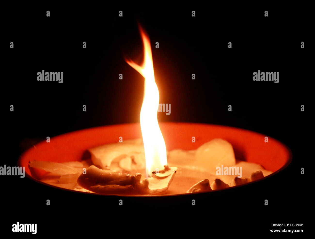 Feuer feu nuit obscurité candle light atmosphere chagrin mounring symbolique symbole gedenken feuerschale Photo Stock