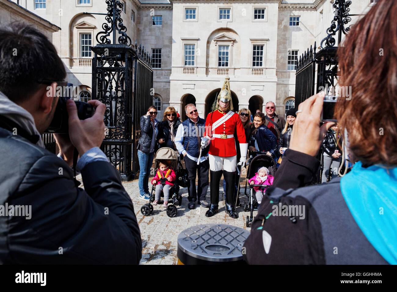 Garde à Horse Guards Parade, Whitehall, Westminster, Londres, Angleterre, Royaume-Uni Photo Stock