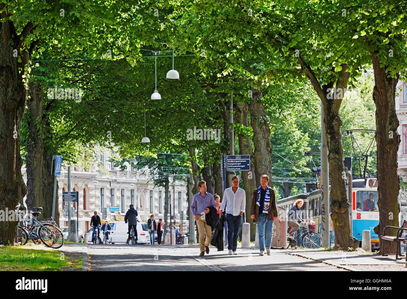 Les gens se promener par les Parkgatan, Göteborg, Suède Photo Stock