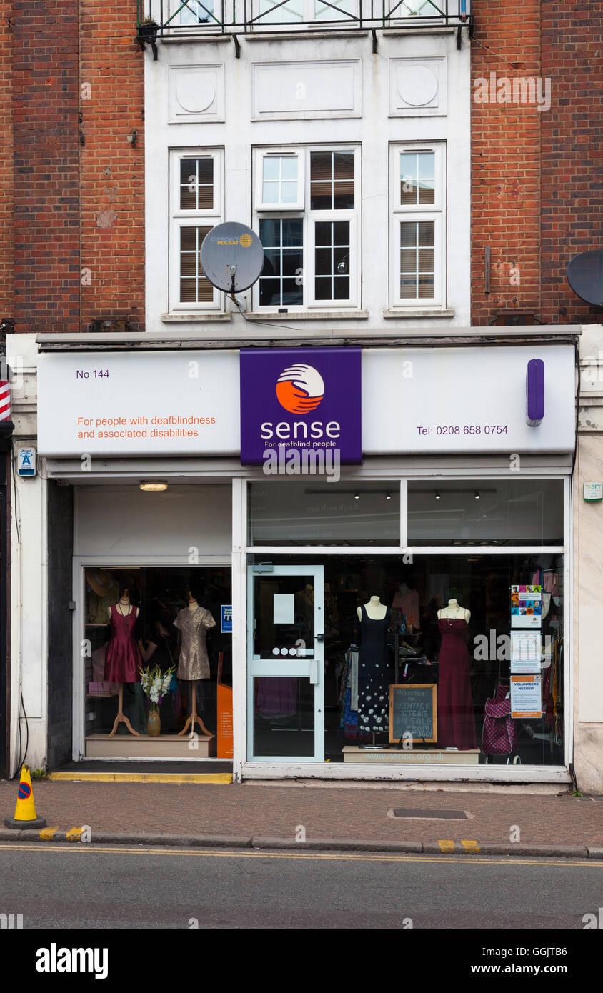 Shop avant, sens, magasin de charité soutenant la surdicécité et handicaps associés, Beckenham, Photo Stock