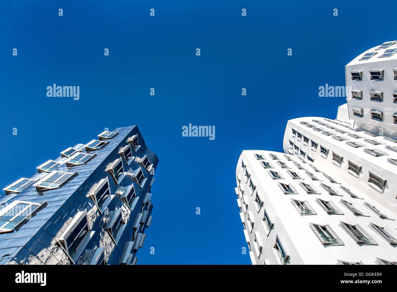 Les bâtiments de Frank Gehry, Neuer Zollhof, port des Médias, Düsseldorf, Rhénanie du Nord-Westphalie, Photo Stock