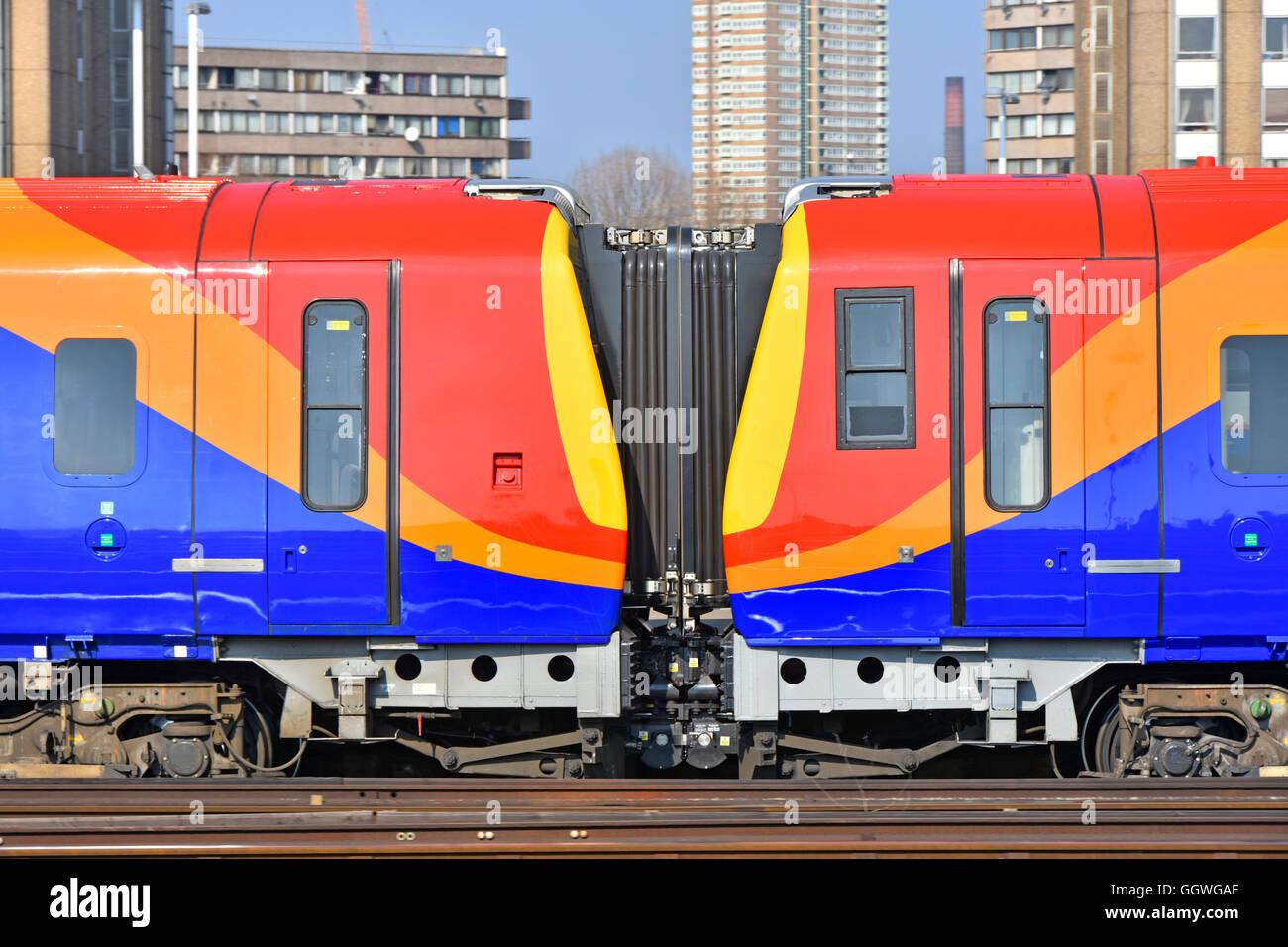 South West Trains Voitures corridor flexible connexion comme motif de formes colorées photo et image concept Photo Stock