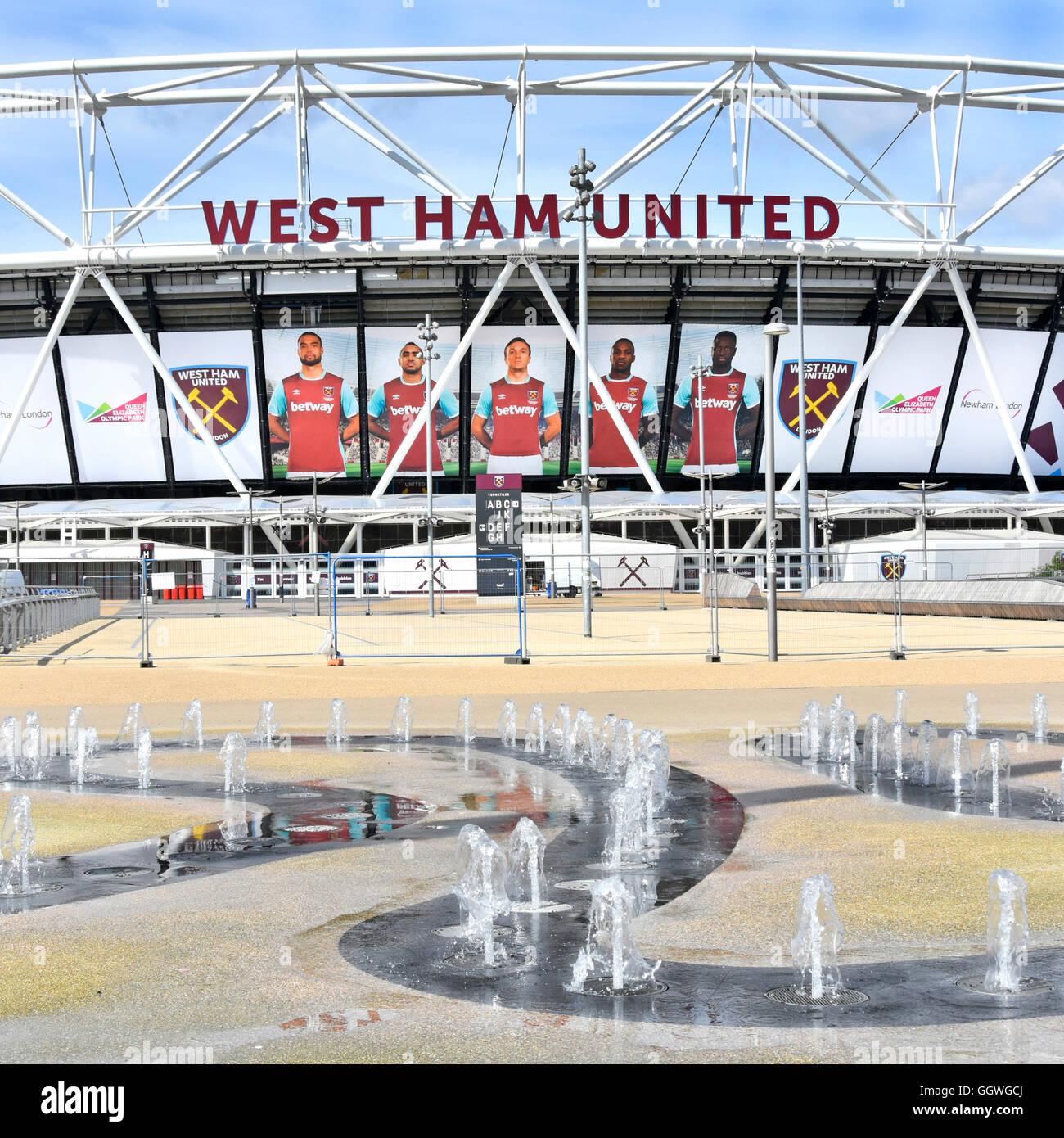 Queen Elizabeth Olympic Park Aire de jeux pour enfants de jets d'eau augmentation du Stade Olympique de Londres Photo Stock