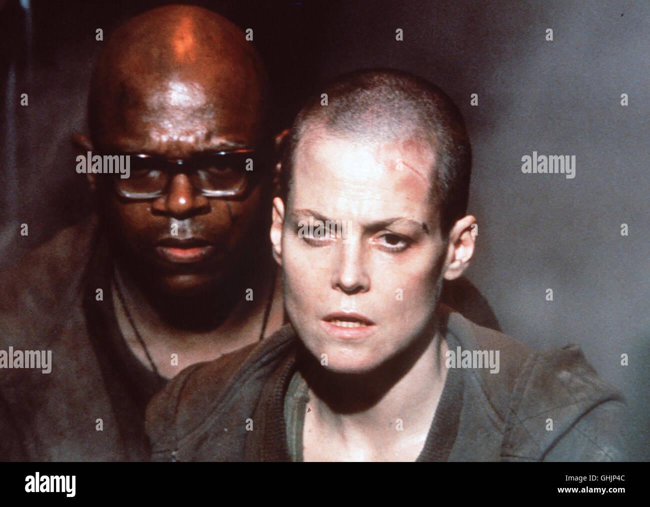 Nach einer Notlandung Gefängnisplaneten in Fiorina 161 ist Ellen Ripley (Sigourney Weaver) Die Frau unter einer Photo Stock