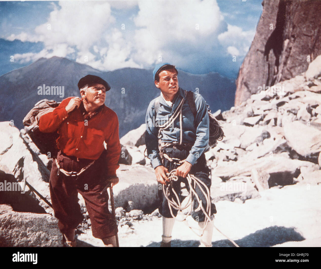 DER BERG DER VERSUCHUNG Zacharias (Spencer Tracy) und Chris Teller (ROBERT WAGNER) einen wagen Flugzeugrack lebensgefährlichen Aufstieg zu einem im Mount-Blanc-Gebiet. Eine der aus der andere, Geldgier Bruderliebe aus. Regie: Edward Dmytryk aka. La montagne Banque D'Images