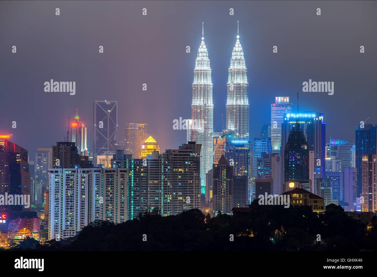 Kuala Lumpur skyline dans nuit, Kuala Lumpur, Malaisie Photo Stock