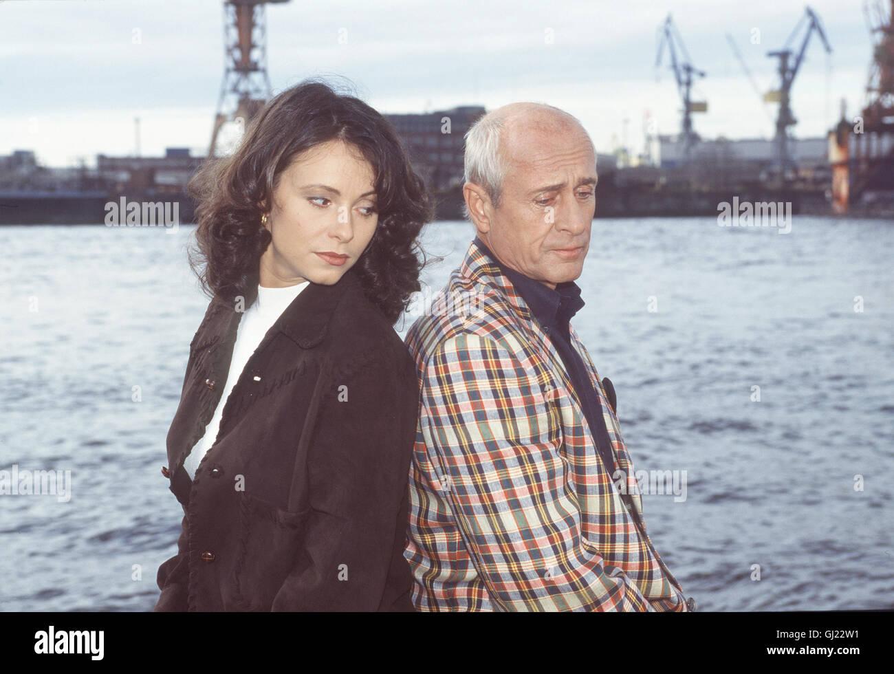 da84be948faf5 GIRL FRIENDS- Ilkas Vater Alexander Frowein und seine Frau steigen zufällig  im Hotel Hansson ab