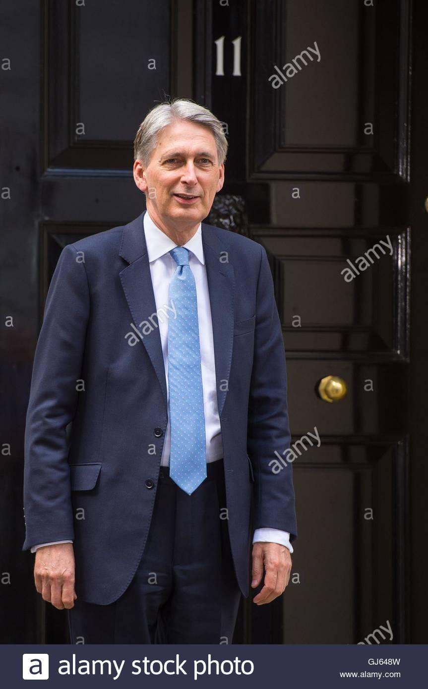 Photo de fichier en date du 14/07/16 de Chancellor Philip Hammond qui été exhorté à prendre Photo Stock