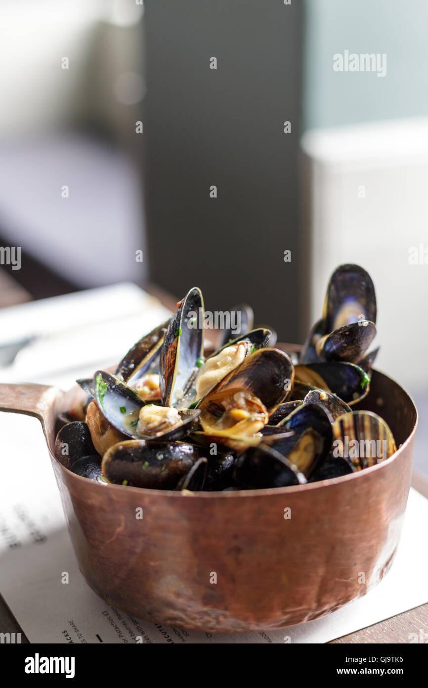 Moules marinière moules pour le déjeuner Banque D'Images