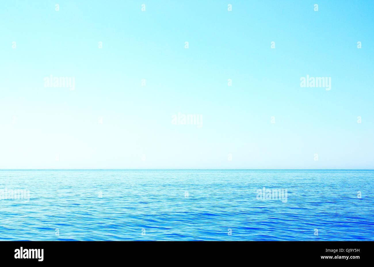 Horizon sur la mer à proximité de l'île corfou par la lumière du jour Photo Stock