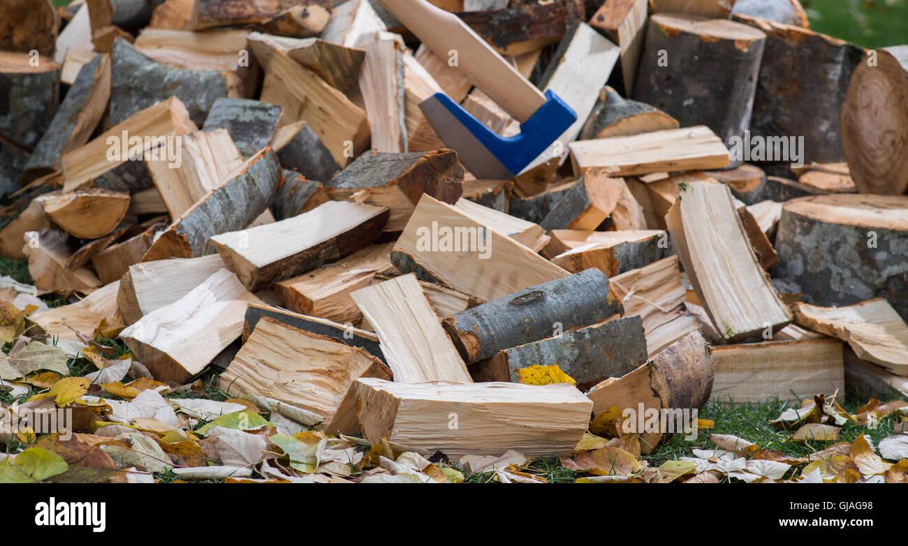 Hache pour fendre le bois Photo Stock