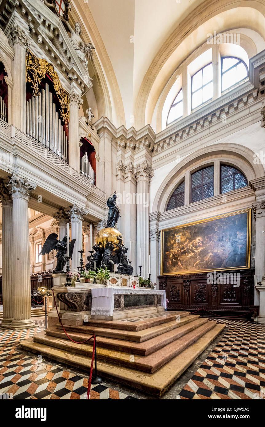 Dernière Cène du Tintoret accroché à côté de l'autel de San Giorgio Maggiore. Photo Stock