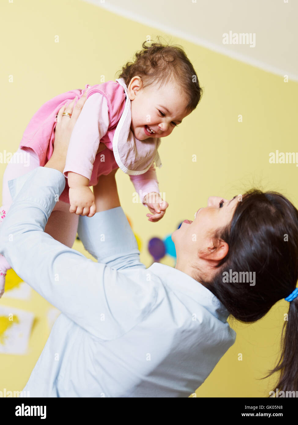 Femme rire rires Photo Stock