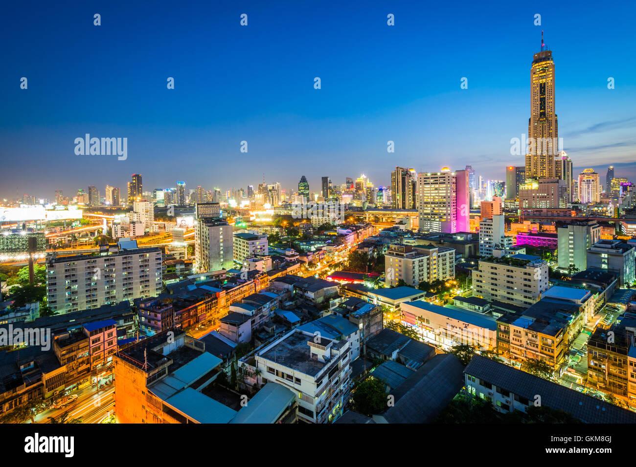 Vue sur le quartier Ratchathewi, au crépuscule, à Bangkok, Thaïlande. Photo Stock