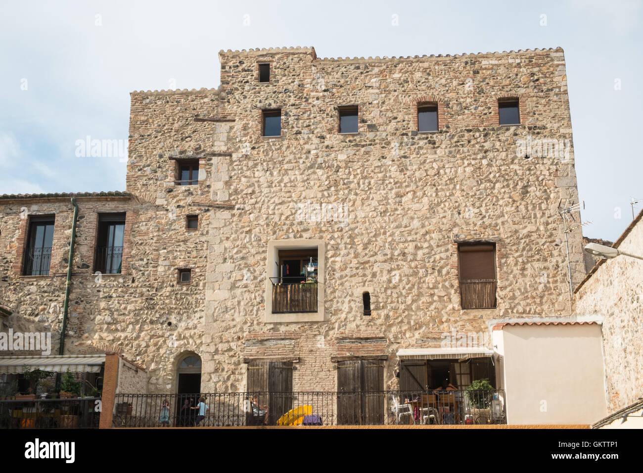 Maison de ville en pierre ouvragée village d'espira de l'Agly en Languedoc Roussillion,Pyrénées Orientales,Midi Banque D'Images