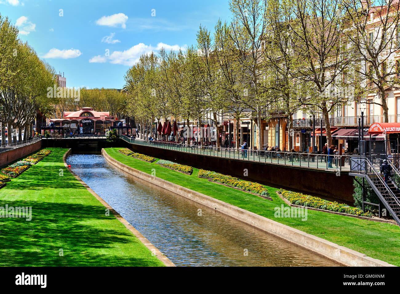 Vue de le Canal de Perpignan au printemps Photo Stock