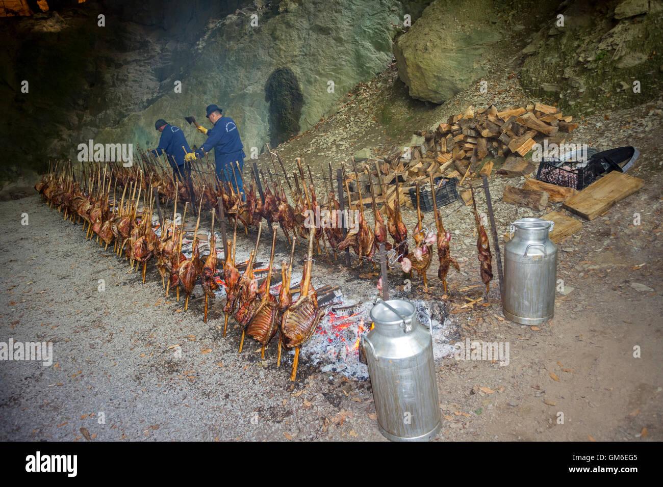 'Zikiro Jate' parti traditionnel dans la grotte des sorcières, à Zugarramurdi (Sorginen Leizea Photo Stock