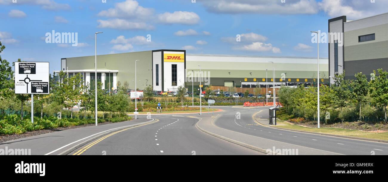 Entrepôt de distribution logistique DHL sur le développement de la passerelle de rugby de l'établissement Photo Stock