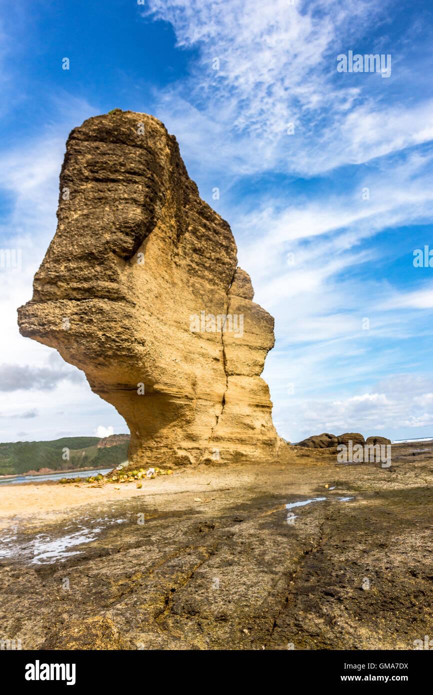Beau ciel bleu au Rock parapluie près de Aan beach à Lombok Photo Stock