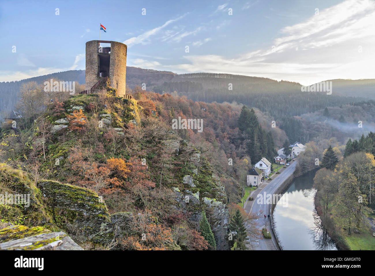 Tour du château en ruine et abandonné Esch-sur-Sûre, Luxembourg Photo Stock