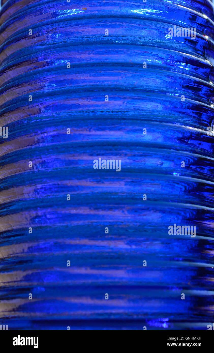 En verre bleu foncé à rayures pour les fonds. Photo Stock