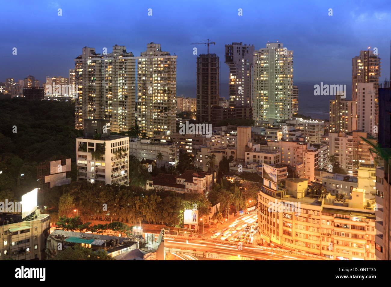 La circulation en centre-ville de Mumbai et bayside downtown district autour de Malabar Hills tourné à Photo Stock