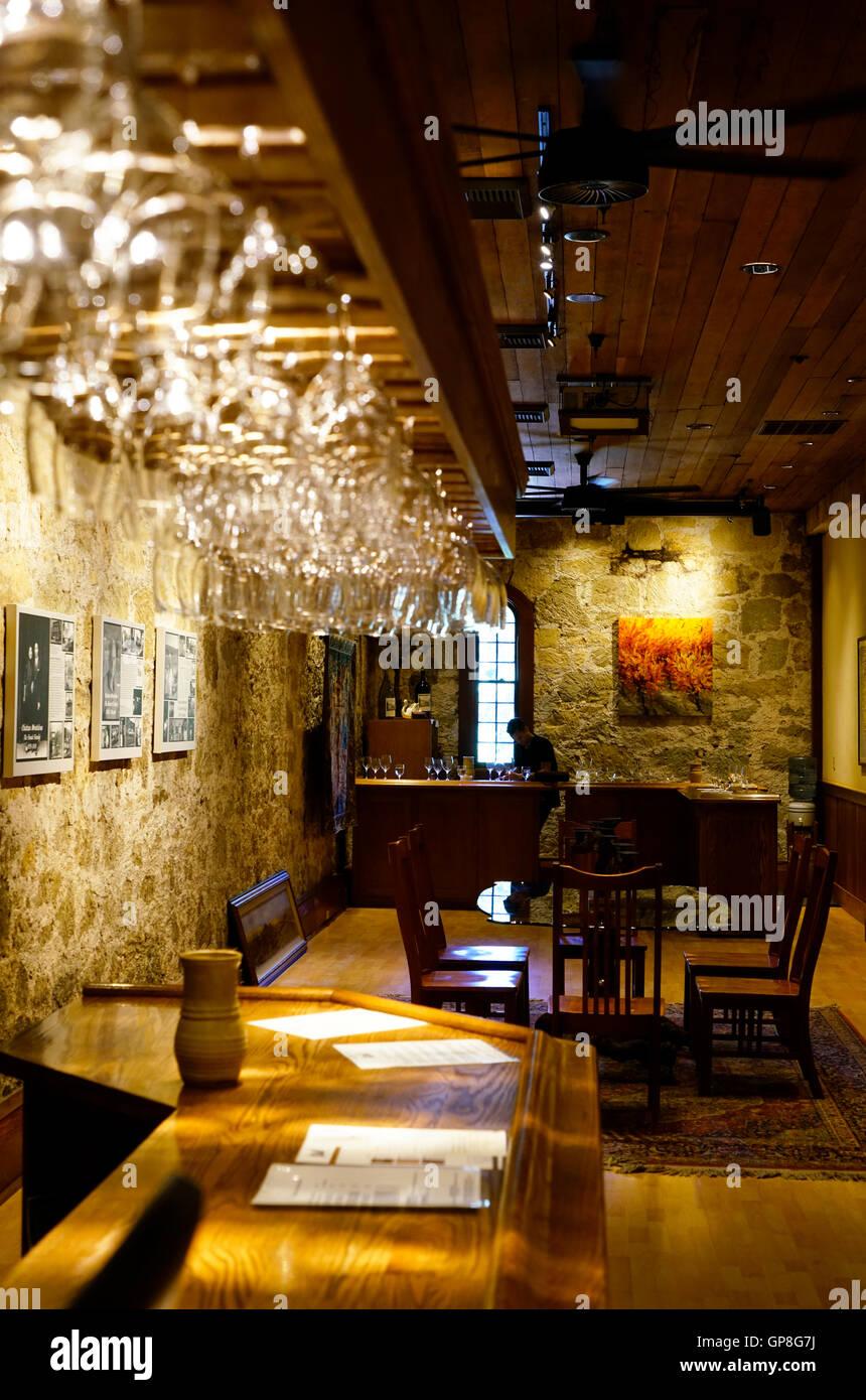 Dans la salle de dégustation Château Montelena winery.Calistoga,California,USA Banque D'Images
