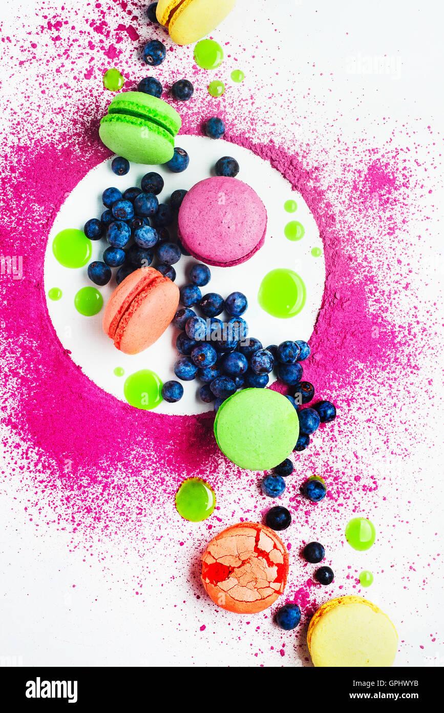 Art de modèles d'alimentation (avec ses macarons et bleuets) Banque D'Images