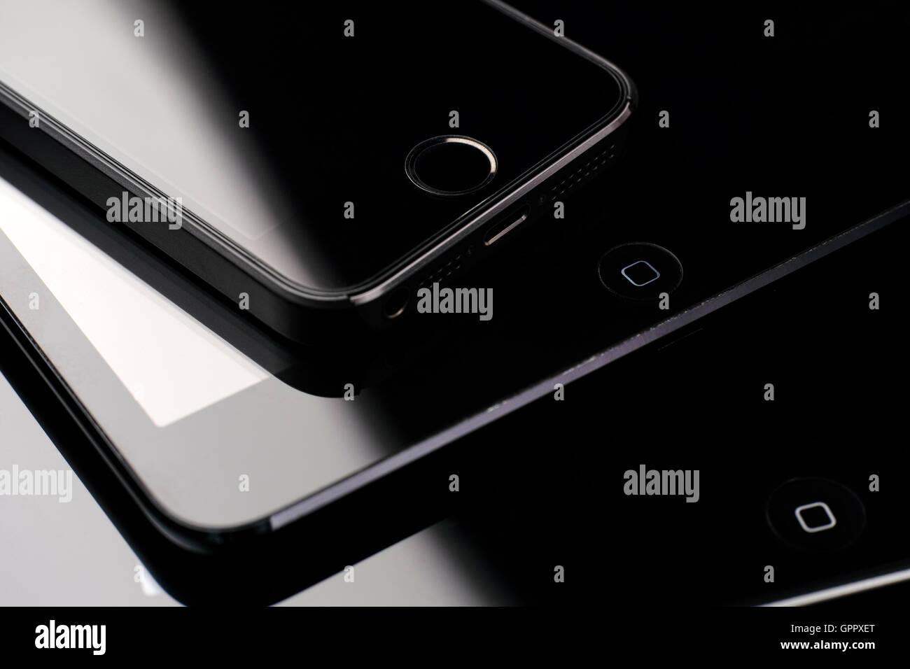 Tambov, Fédération de Russie - le 26 février 2015 libre de pile d'appareils Apple, iPhone 5S, Photo Stock