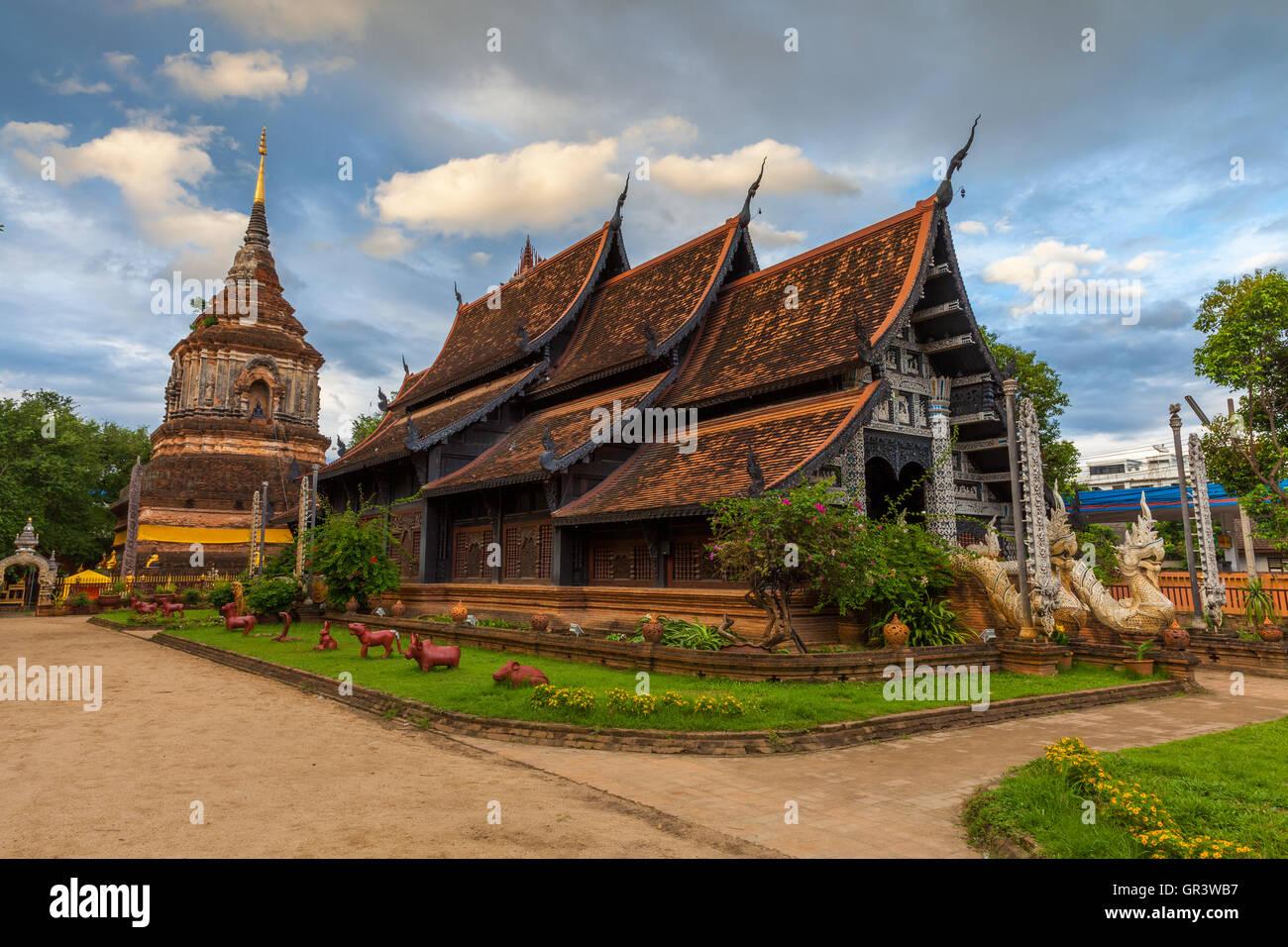 Wat Lok Molee au coucher du soleil, l'un des plus anciens temples de Chiang Mai, Thaïlande Photo Stock