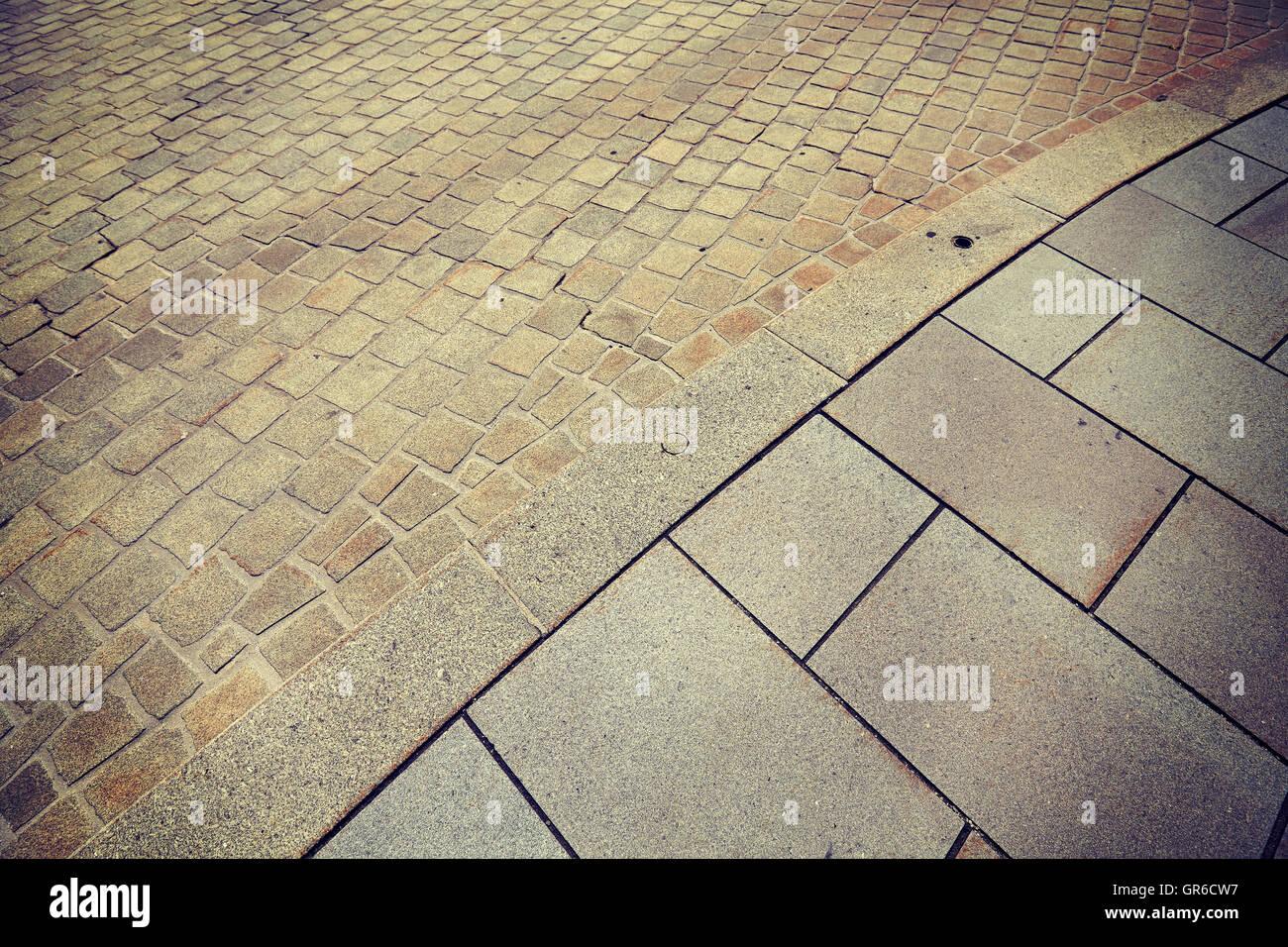Vintage photo aux couleurs d'une bordure de rue et trottoir. Photo Stock