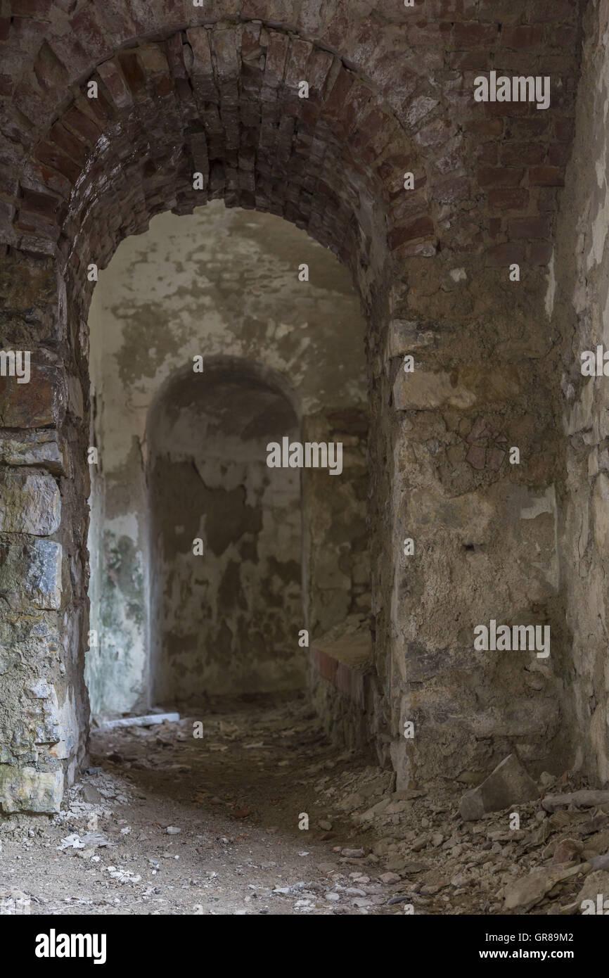 Les ruines de l'Apennin ligure dans Fort pourrait facilement servir de décor de film Photo Stock