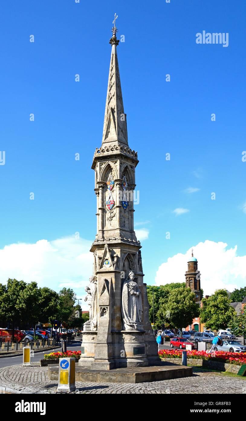 Vue sur le Banbury Cross dans le centre-ville, Banbury, Oxfordshire, Angleterre, Royaume-Uni, Europe de l'Ouest. Photo Stock