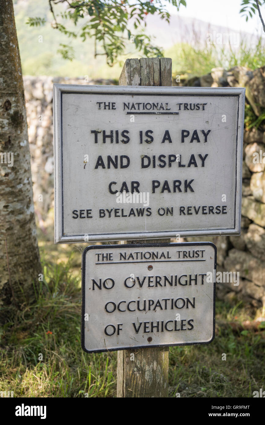 Payer et Afficher le parc automobile National Trust Lake District Angleterre UK Photo Stock