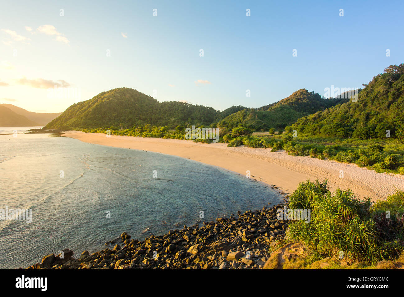Longue plage de sable de Kuta, Lombok, Indonésie Photo Stock
