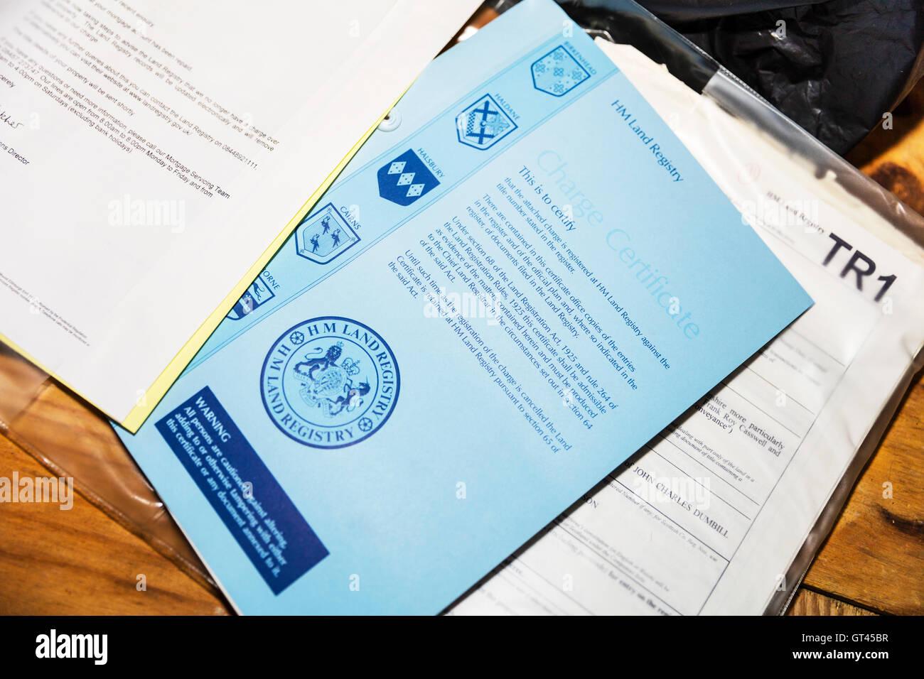 Cadastre certificat de charge pour des actes de propriété pour la propriété propriétaire Photo Stock