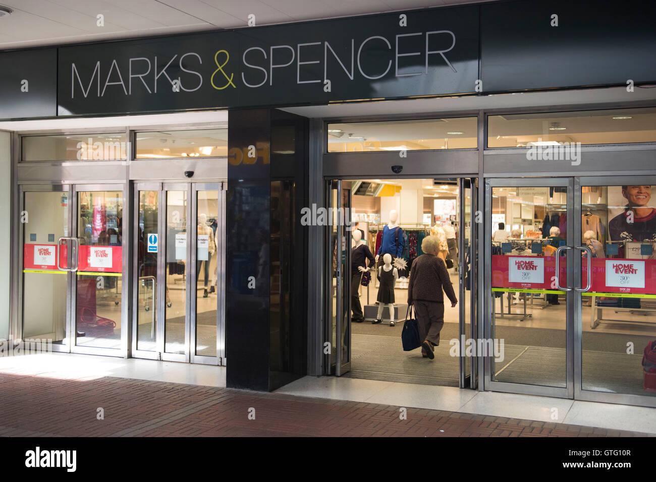Marks & Spencer (M&S) Store extérieur logo signe à Cwmbran, Galles du Sud. Photo Stock