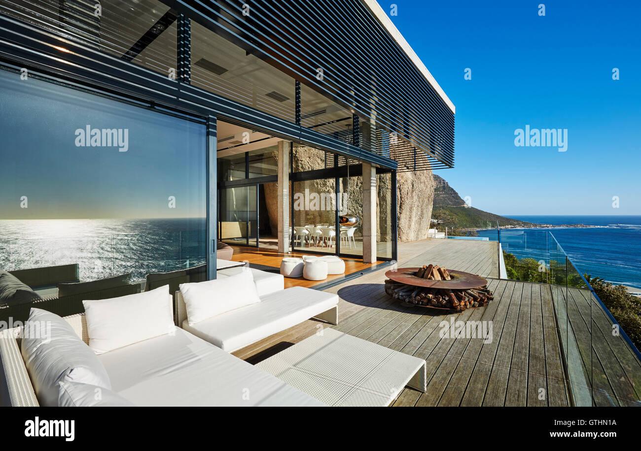 Maison de plage de luxe moderne, patio avec vue sur l\'océan ...
