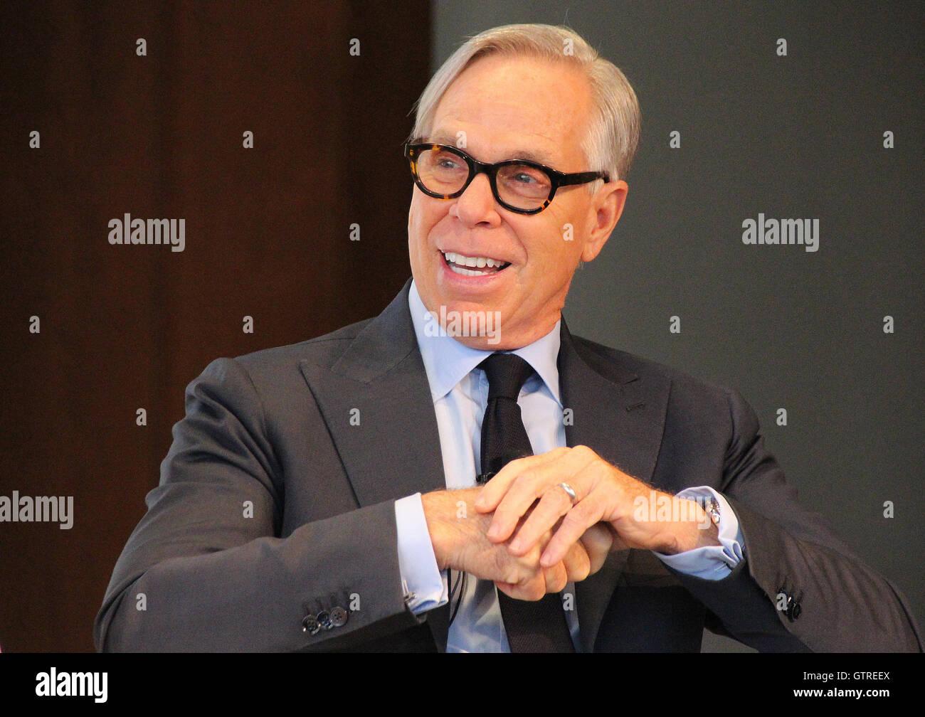 New York, USA. 09Th Sep 2016. Designer Tommy Hilfiger parle lors d'une conférence de presse avec le modèle Photo Stock