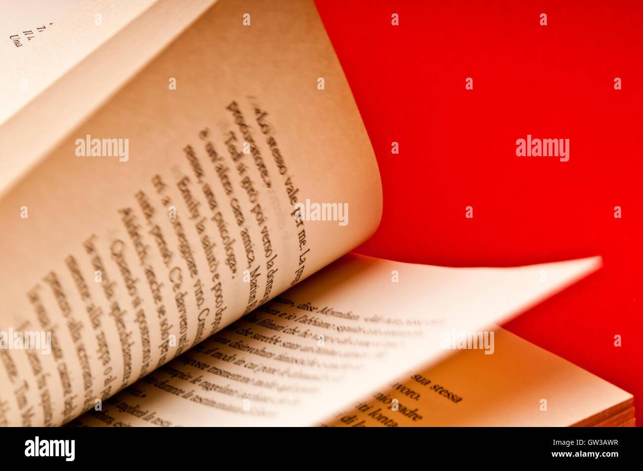 Des pages de livre retourné Photo Stock