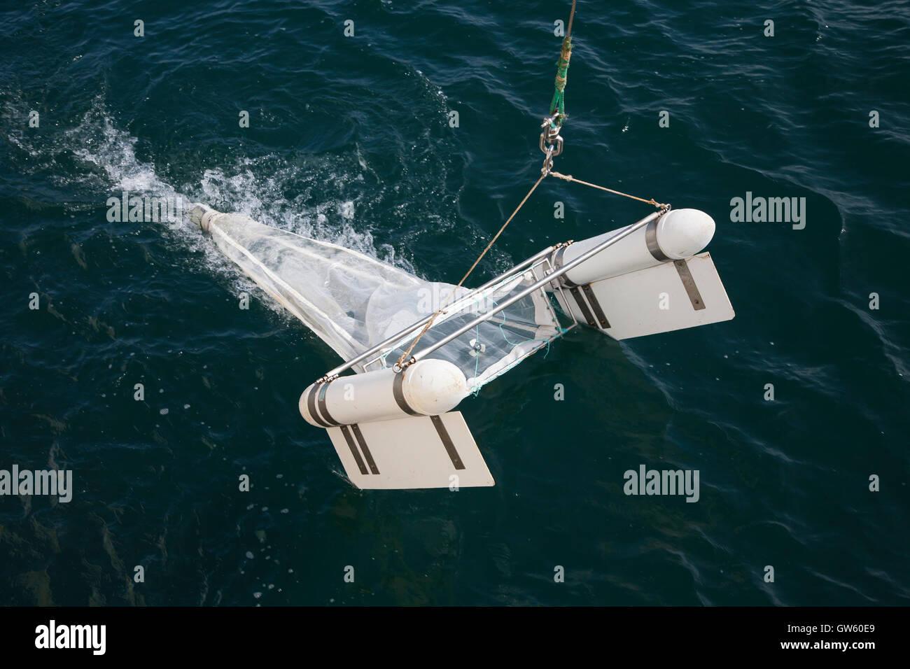 Le plancton neuston net. Ces types de moustiquaires sont remorqués jusqu'à la surface de l'échantillon à neuston. Banque D'Images