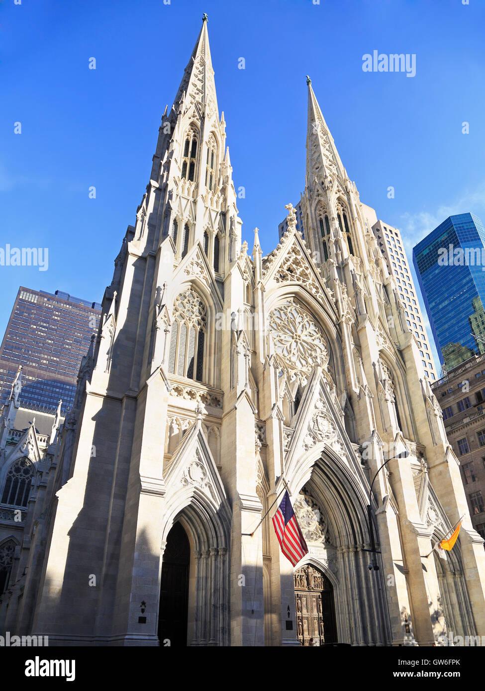 Extérieur de la cathédrale Saint-Patrick de New York, New York Banque D'Images