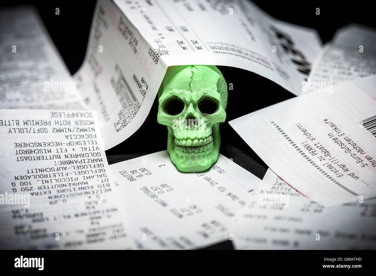 Recettes et tête de mort préjudiciable, le bisphénol A dans le papier thermique, Kassenbons und Totenkopf, Photo Stock