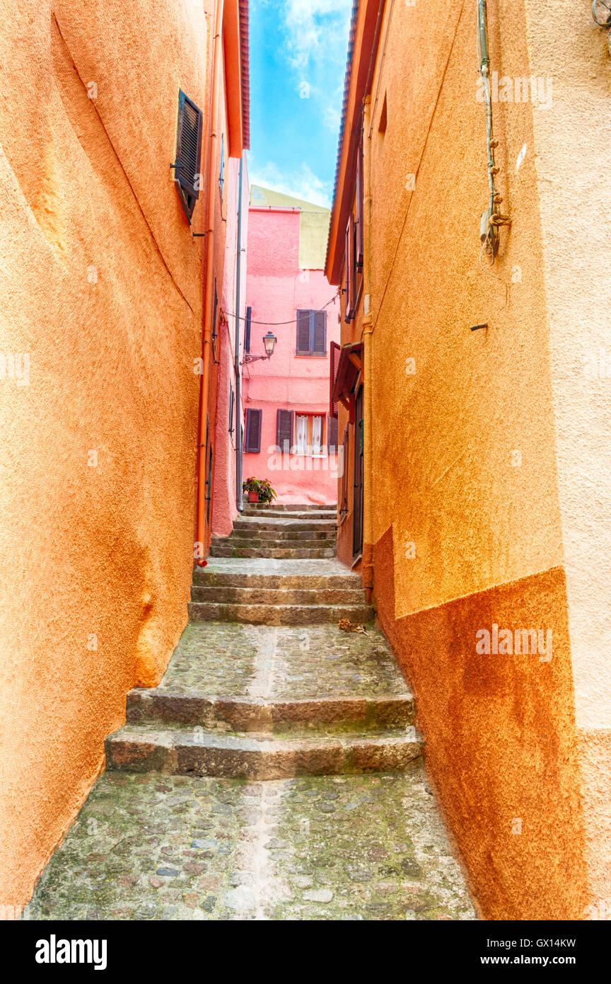 L'allée magnifique vieille ville de Castelsardo - Sardaigne - Italie Photo Stock