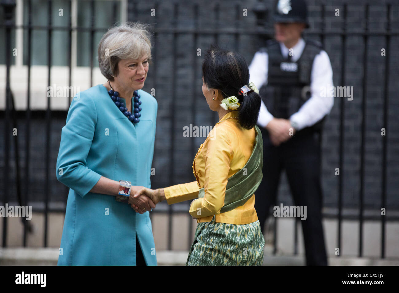 londres royaume uni premier ministre theresa mai rencontre aung san suu kyi prix nobel et. Black Bedroom Furniture Sets. Home Design Ideas