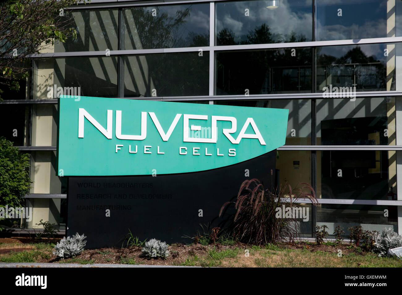 Un logo affiche à l'extérieur du siège de Nuvera Fuel Cells à Billerica, Massachusetts le Photo Stock
