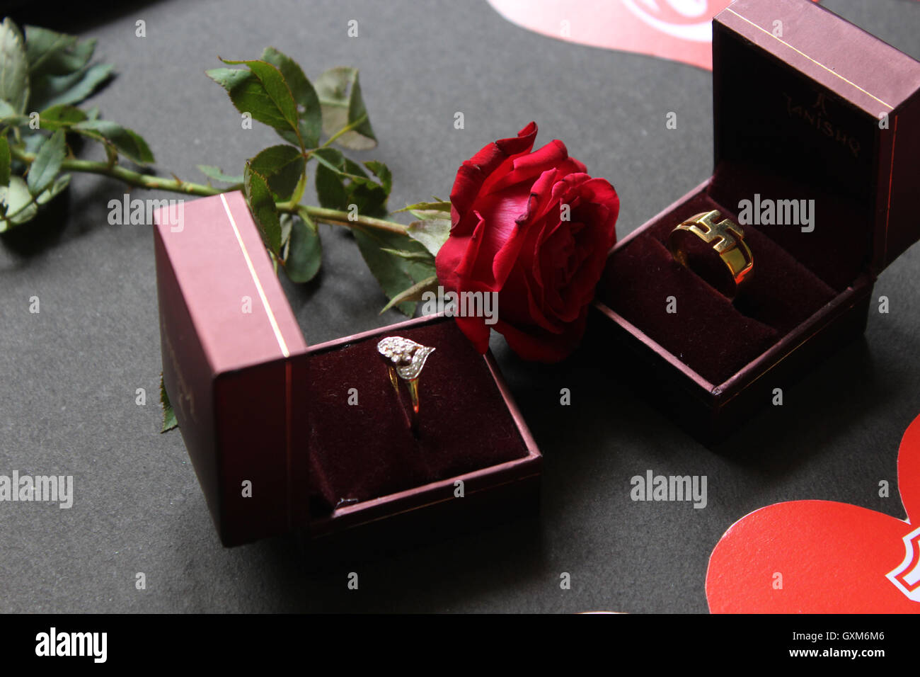 Les Anneaux De Mariage Cadeaux Bijoux Des Boîtes Cadeaux