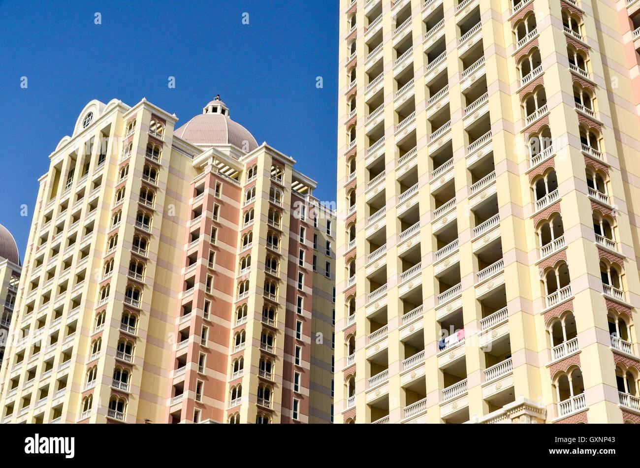 Viva Bahriya, la construction de nouvelles tours d'habitation sur l'île artificielle de l'Pearl Photo Stock